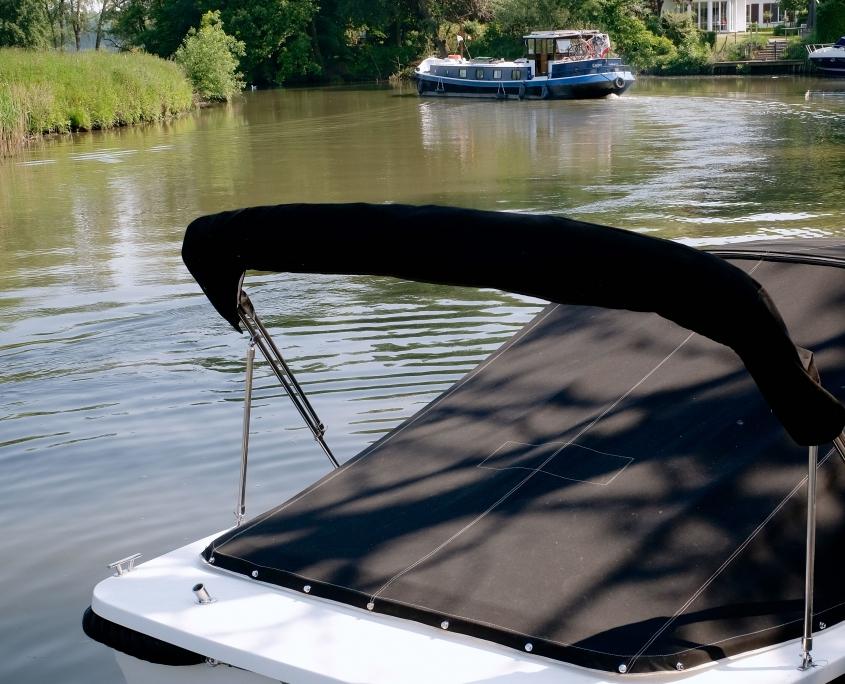 Restaurant Au Bain Marie bootverhuur. Huur een Hollandse sloep voor een boottocht op de Leie. Regio Gent Deinze Sint-Martens Latem.